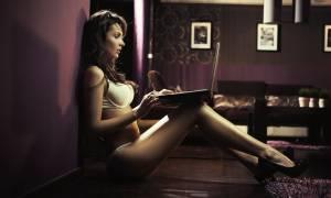 Κανένα Tinder! Στην Ελλάδα μόνο με Facebook κάνουμε παιχνίδι