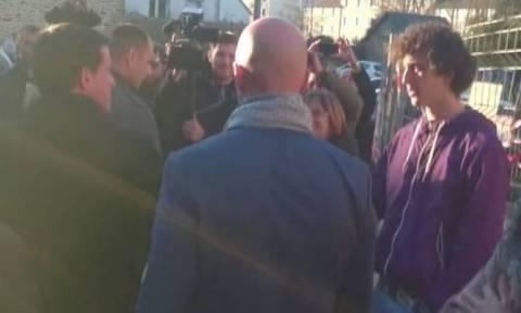 Γαλλία: Νεαρός χαστούκισε τον Βαλς σε προεκλογική επίσκεψη (vid)