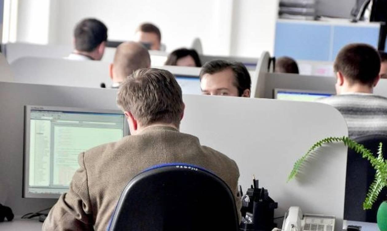 Σκάνδαλο! Δίνουν κρυφές αυξήσεις στις ΔΕΚΟ ενώ «τελειώνουν» τον ιδιωτικό τομέα