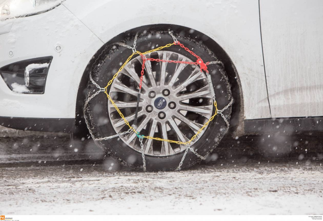 Καιρός ΤΩΡΑ: Χιόνια και παγετός κρατούν κλειστούς τους δρόμους - Πού χρειάζονται αλυσίδες