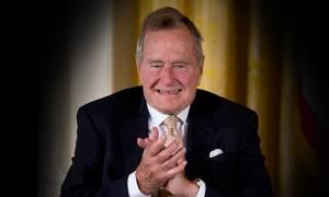 ΗΠΑ: Εσπευσμένα στο νοσοκομείο ο Τζορτζ Μπους