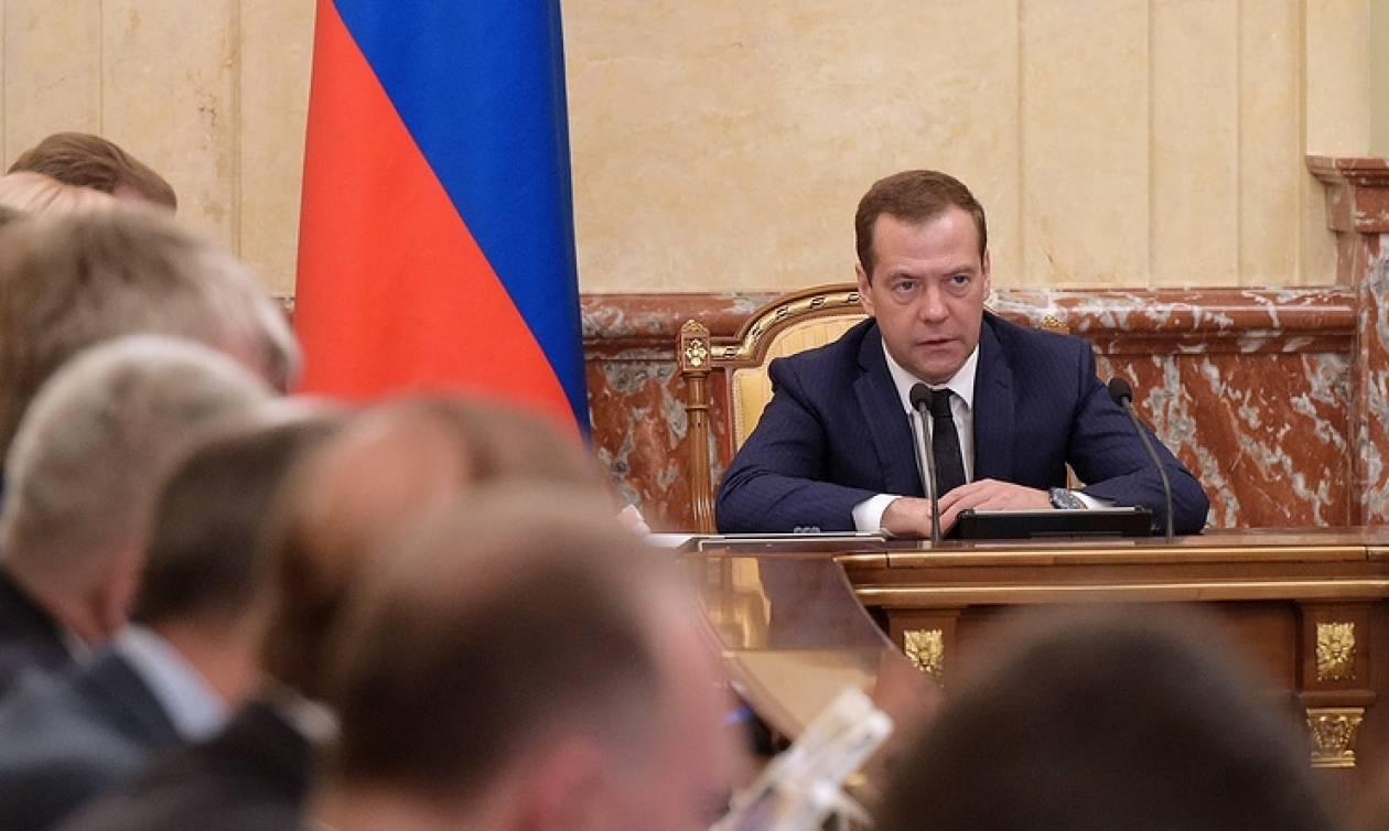 Д.Медведев: Наподдержку индустрии  будет выделено 107 млрд в2017г
