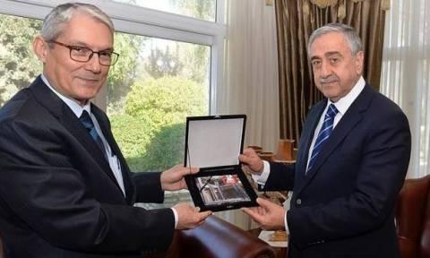 Συνάντηση Ακιντζί με τον Τούρκο «πρέσβη» στα κατεχόμενα