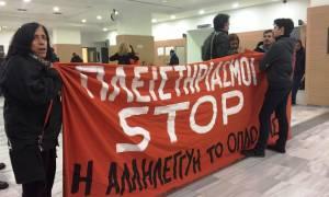 Πλειστηριασμοί: Ένταση στο Ειρηνοδικείο Αθηνών - «Εγκλωβισμένοι» στο κυλικείο οι συμβολαιογράφοι