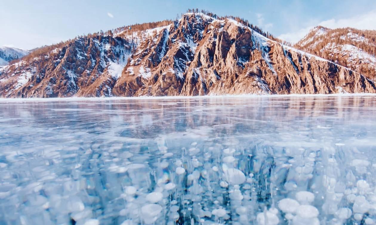 Μαγευτικές εικόνες από την παγωμένη λίμνη Βαϊκάλη!
