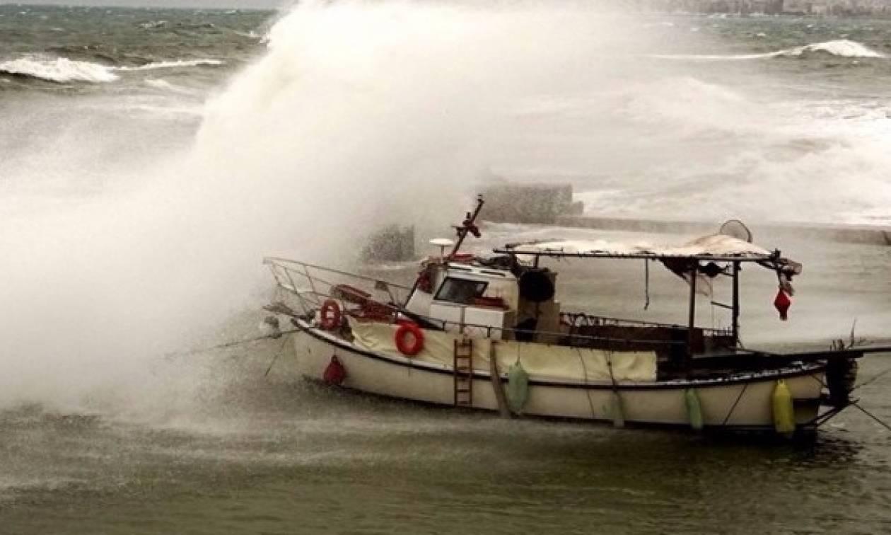 Καιρός: Προβλήματα από τους ισχυρούς ανέμους στην Κέρκυρα - Δρόμοι πλημμύρισαν στην Ιθάκη