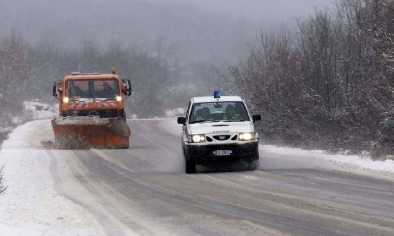 Καιρός: «Μάχη» με τα χιόνια δίνουν τα εκχιονιστικά στην ορεινή Αιτωλοακαρνανία
