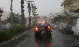 Καιρός τώρα: Σαρώνει και την Αθήνα ο «Βίκτωρ» - Ισχυρή βροχόπτωση σε όλη την Αττική