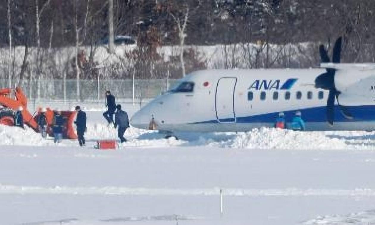 Τρόμος στην Ιαπωνία: Αεροσκάφος συνετρίβη εκτός διαδρόμου