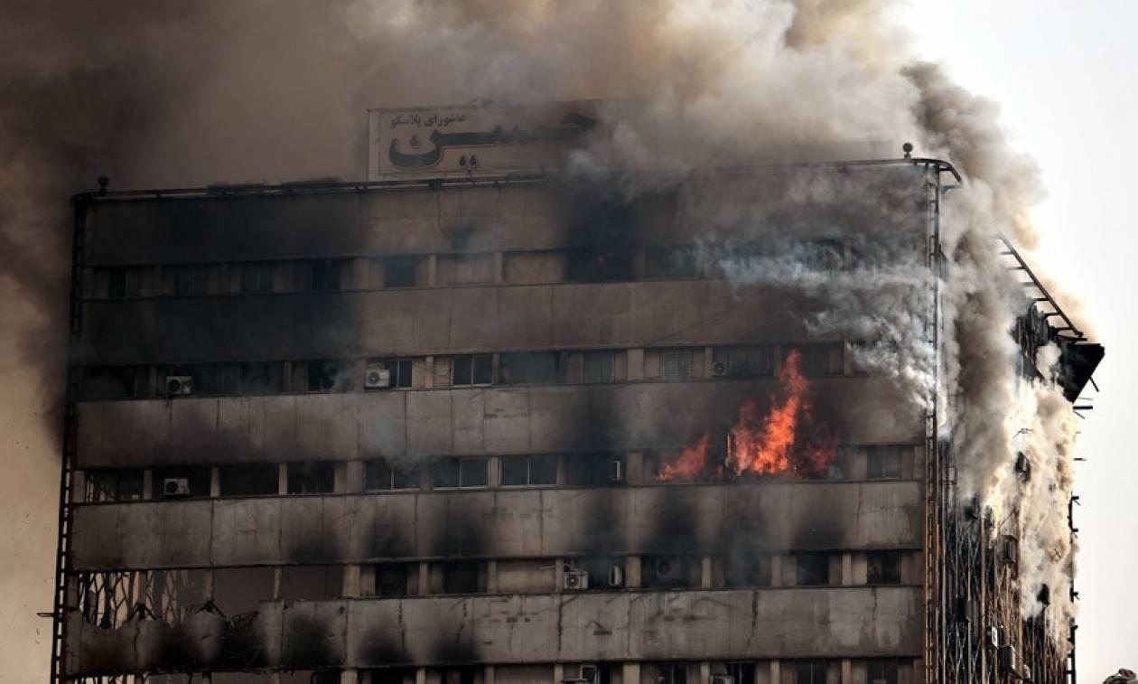 Τραγωδία στο Ιράν: Κατέρρευσε ουρανοξύστης στη Τεχεράνη – Δεκάδες τραυματίες (Pics+Vid)