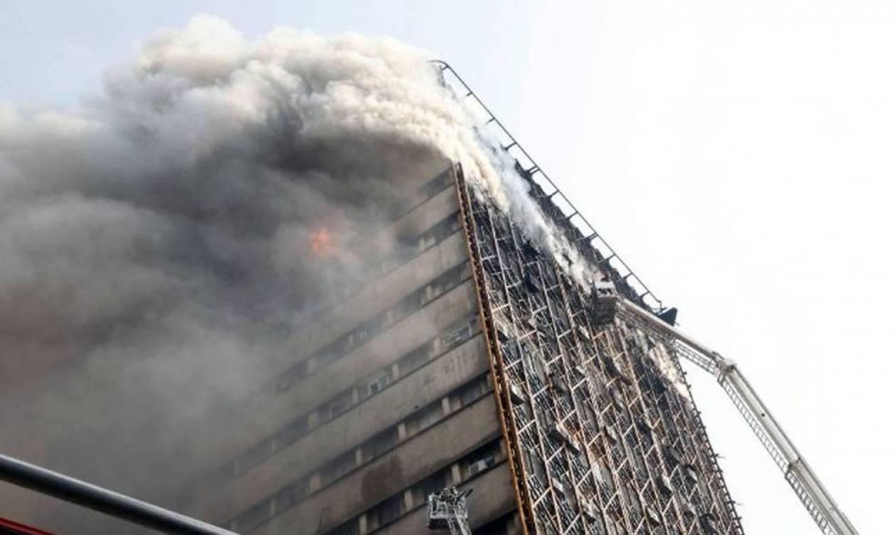 Βίντεο - σοκ: Η στιγμή της κατάρρευσης του ουρανοξύστη στην Τεχεράνη - Τουλάχιστον 20 νεκροί (pics)
