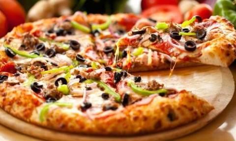 Σάλος: Αποκαλύφθηκε το αηδιαστικό μυστικό πασίγνωστης πίτσας και είναι σοκαριστικό!