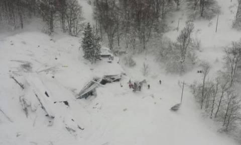 Τραγωδία στην Ιταλία: Σβήνουν οι ελπίδες για επιζώντες - Κανένα ίχνος ζωής (videos+photos)