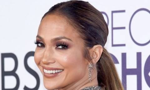 Τα μαύρα βερνίκια για να αντιγράψεις το μανικιούρ της Jennifer Lopez από τα People's Choice Awards!