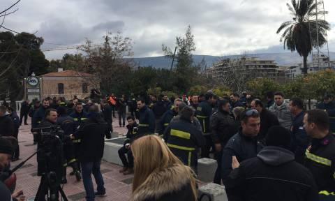 Στους δρόμους οι πυροσβέστες - Συγκέντρωση διαμαρτυρίας στο κέντρο της Αθήνας (pics&vid)