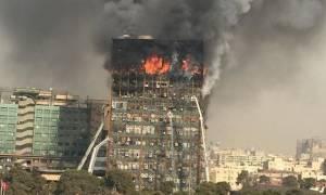 Τραγωδία στην Τεχεράνη: «Σβήνουν» οι ελπίδες για επιζώντες στα συντρίμμια του ουρανοξύστη