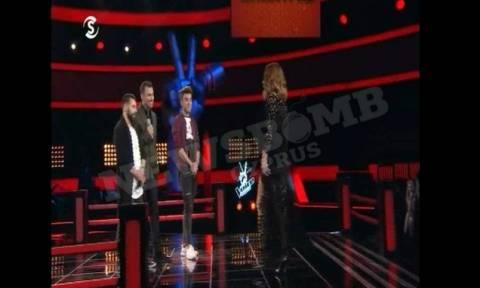 The Voice: Σε θρίλερ μετατράπηκε η τριπλή μάχη - Έβαλε τα κλάματα διαγωνιζόμενος (video)