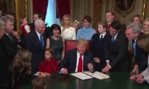 ΗΠΑ: Οι πρώτες επίσημες πράξεις του Τραμπ ως πρόεδρος