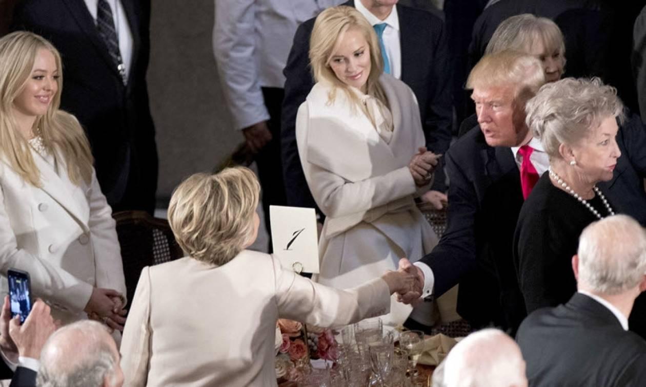 ΗΠΑ: Ο Ντόναλντ Τραμπ τίμησε την Χίλαρι Κλίντον ενώπιον των μελών του Κογκρέσου (vid)