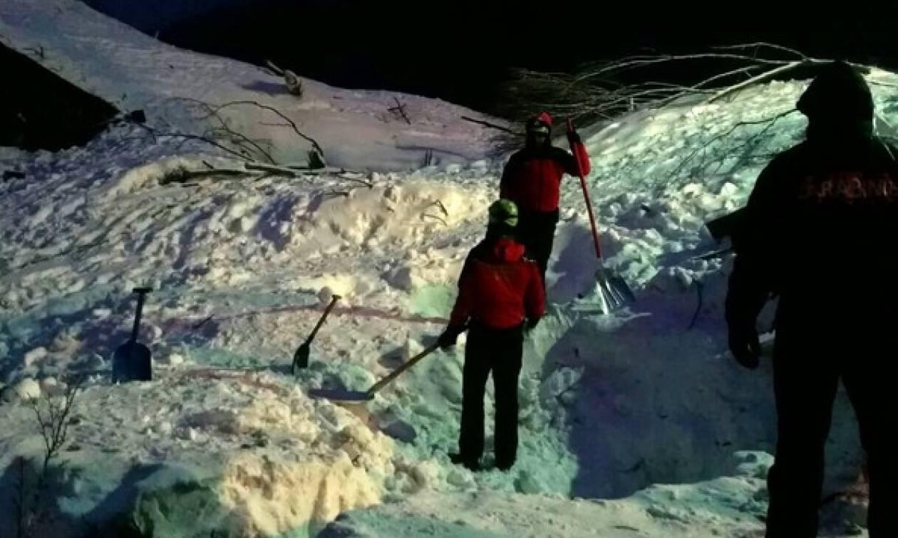 Χιονοστιβάδα Ιταλία: Eννέα ανθρώπους απεγκλώβισαν οι διασώστες από το ξενοδοχείο Rigopiano