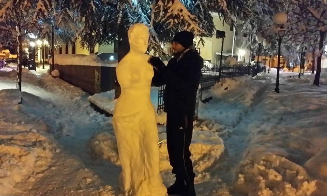 Απίστευτη δημιουργία: Φοιτητής «έπλασε» με χιόνι τη Θεά Αφροδίτη στη Φλώρινα! (Photos)