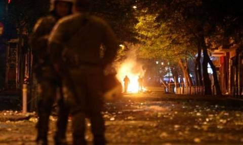 Youths hurl petrol bombs against riot police in Exarcheia