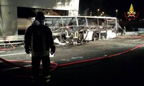 Italy school bus crash and fire leaves 16 dead