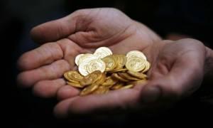 Οι Έλληνες «ξεφορτώνουν» τις... χρυσές λίρες για να πληρώσουν τα χρέη τους