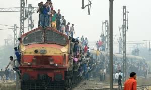 Ασύλληπτη τραγωδία στην Ινδία: Στους 36 οι νεκροί από τον εκτροχιασμό τρένου (Pics+Vid)