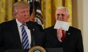 Ο Ομπάμα έφυγε… και άφησε μια «όμορφη» επιστολή στον Τραμπ στο Οβάλ Γραφείο (vid)