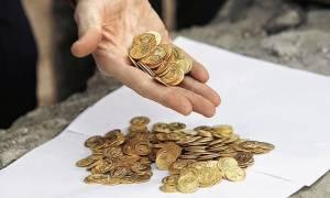 Οι Έλληνες «σκοτώνουν» χρυσές λίρες για να επιβιώσουν