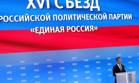 """Медведев назвал """"Единую Россию"""" главным ресурсом президента"""