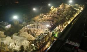 Πέντε τόνοι TNT, 19 πολυκατοικίες, σε 10 δεύτερα: Αυτή είναι η επικότερη κατεδάφιση που είδατε ποτέ