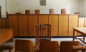 Aναστολή του «αναβολόσημου» ζητούν οι δικηγόροι