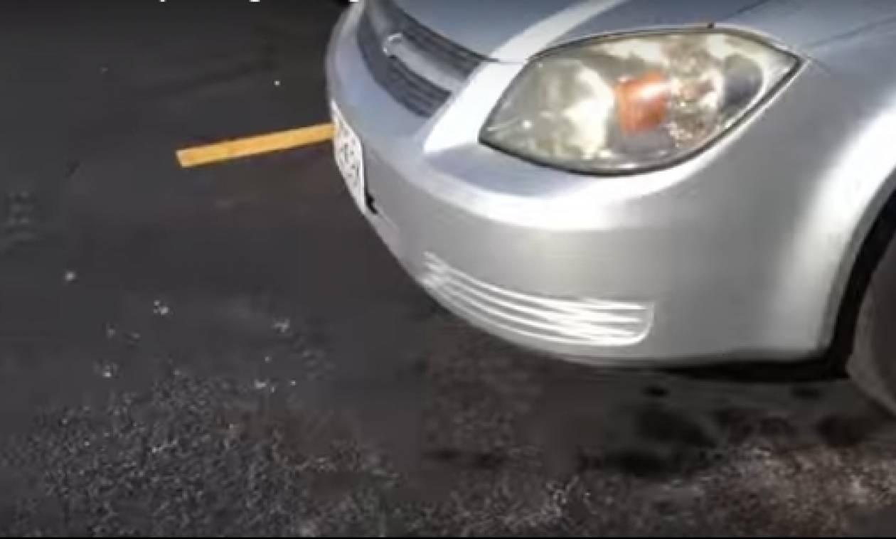 Το απόλυτο τρικ για να μη χάσετε ποτέ το αυτοκίνητό σας στο πάρκινγκ (video)
