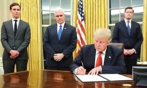 ΗΠΑ: Ποιο είναι το πρώτο πράγμα που άλλαξε ο Τραμπ στον Λευκό Οίκο (pics)