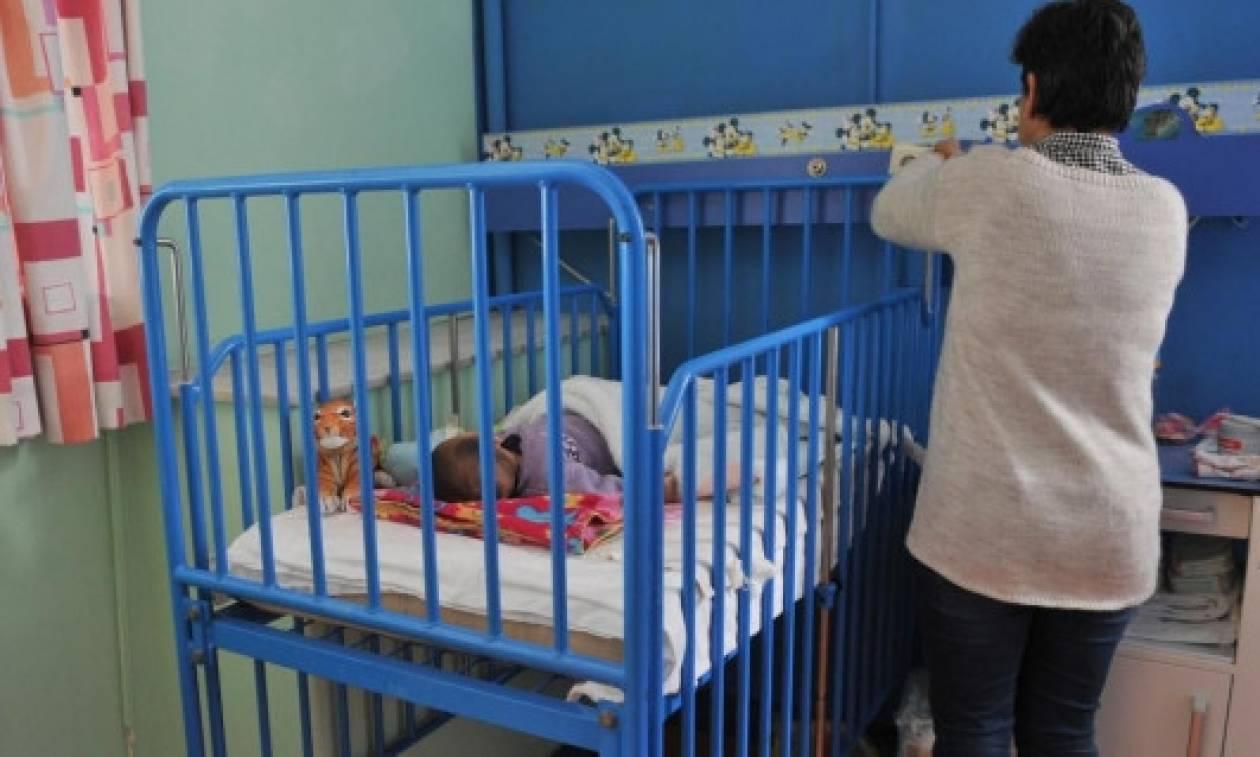 Γιατί αφέθηκαν ελεύθεροι η μάνα που εγκατέλειψε τα παιδιά της και ο πατέρας που σκότωσε το μωρό του