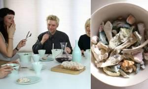 Ανατριχιαστικό! Τρώνε από πιάτα που έφτιαξαν από κόκκαλα φίλων και συγγενών τους – (vid-pics)