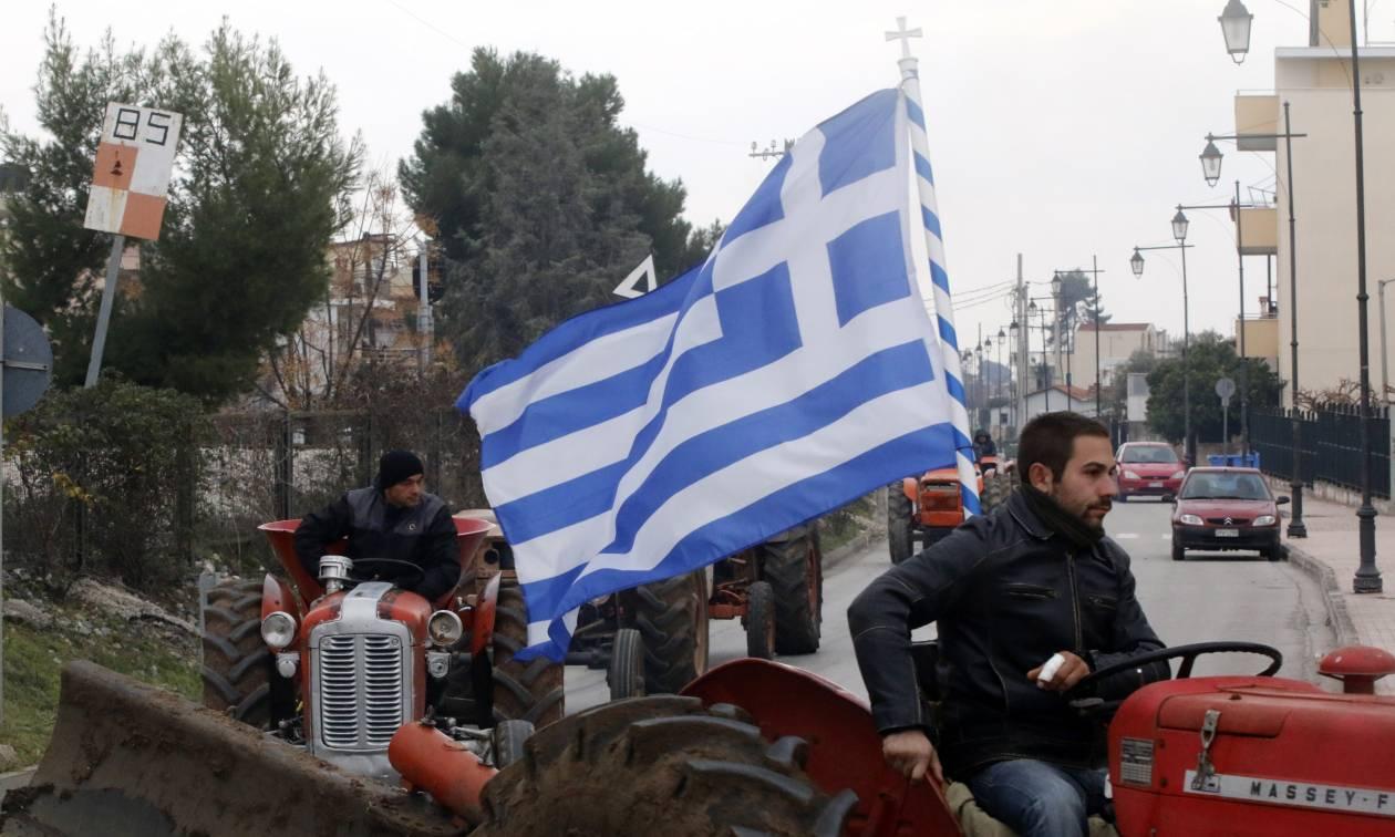 Μπλόκα αγροτών: Κομμένη στα δύο η Ελλάδα - Πού υπάρχουν μπλόκα