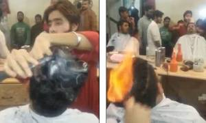 Εντυπωσιακό: Μπαρμπέρης βάζει... φωτιά στα μαλλιά ανδρών για να τους κουρέψει! (vid)