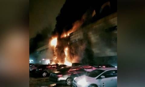 Ρωσία: Μεγάλη φωτιά σε εμπορικό κέντρο στη Μόσχα (video)