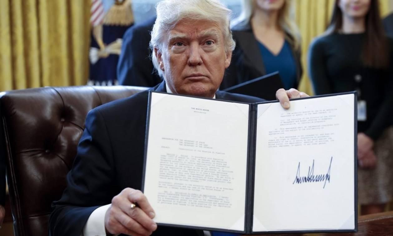 ΗΠΑ: Η ανατρεπτική δεύτερη ημέρα του Ντόναλντ Τραμπ στο Λευκό Οίκο