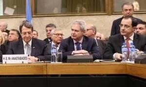 Σύσκεψη ελληνοκυπριακής διαπραγματευτικής ομάδας υπό ΠτΔ ενόψει συνάντησης ηγετών την Πέμπτη