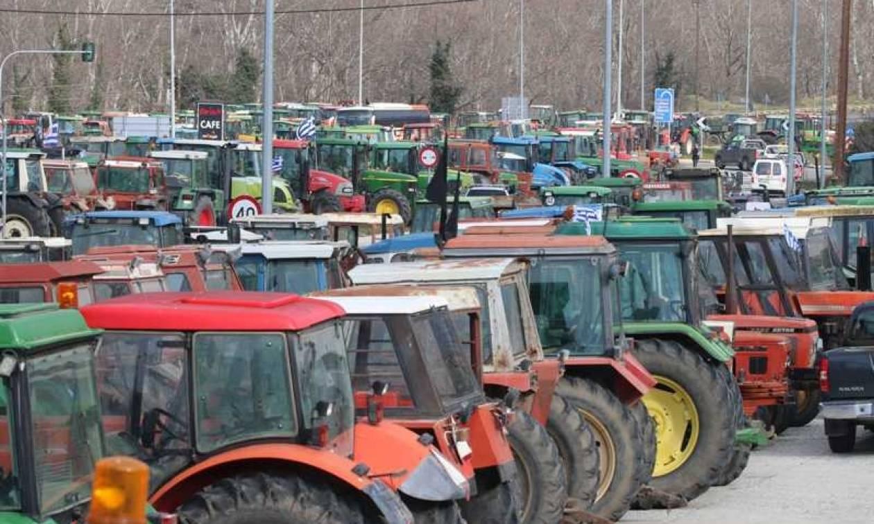 Πληθαίνουν τα μπλόκα των αγροτών στις Εθνικές Οδούς - Δείτε ποιοι δρόμοι είναι κλειστοί
