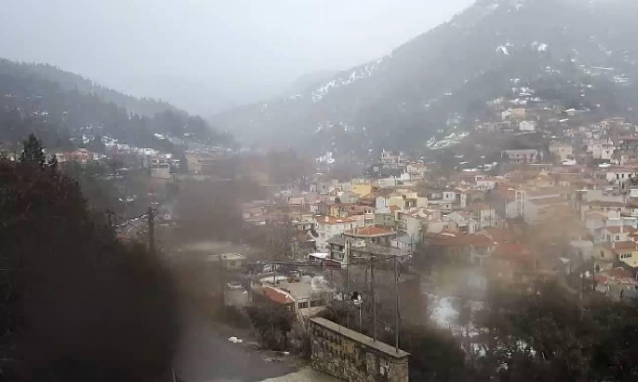 Καιρός: Εναρξη χιονόπτωσης στη Στενή Ευβοίας, προάγγελος για τα βραδινά στην Αθήνα; (Live Cam)