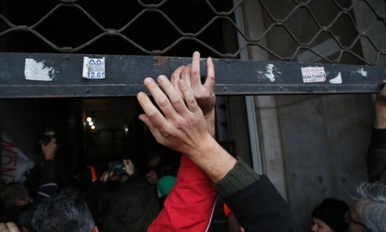 Με τον φόβο της απόλυσης ζουν οι Έλληνες εργαζόμενοι