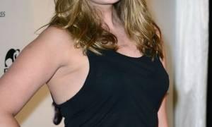 Σε έξαλλη κατάσταση διάσημη ηθοποιός: Βγήκε στην αυλή της και φώναζε για το «τέλος του κόσμου»!