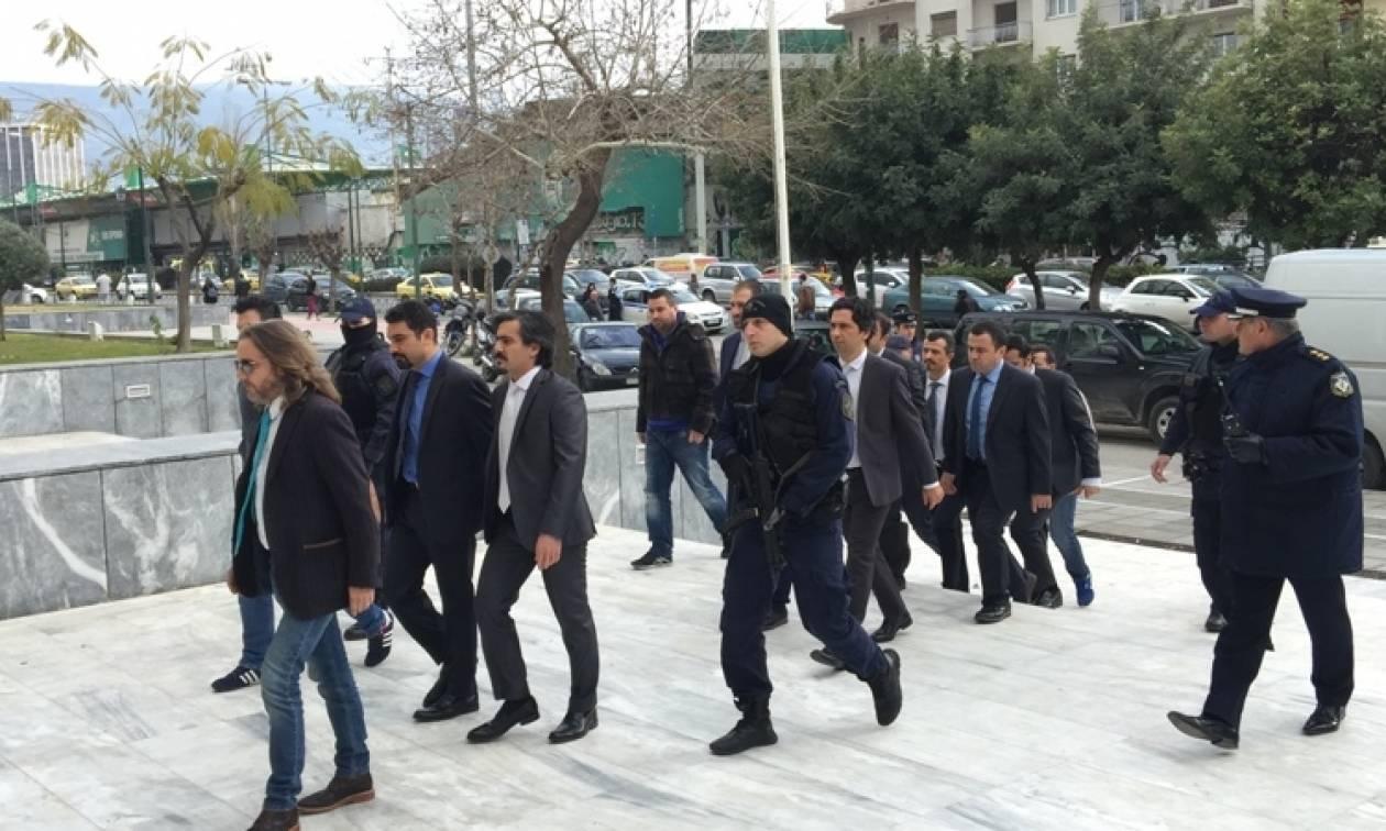 Τούρκοι στρατιωτικοί: Το σκεπτικό της κράτησής τους στο Ολυμπιακό Χωριό