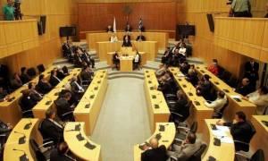 Ομόφωνα η Βουλή ψήφισε την αποπληρωμή ληξιπροθέσμων φορολογικών οφειλών με δόσεις