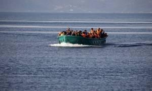Σχεδόν 1.000 πρόσφυγες και μετανάστες διασώθηκαν σήμερα στα ανοιχτά της Ιταλίας